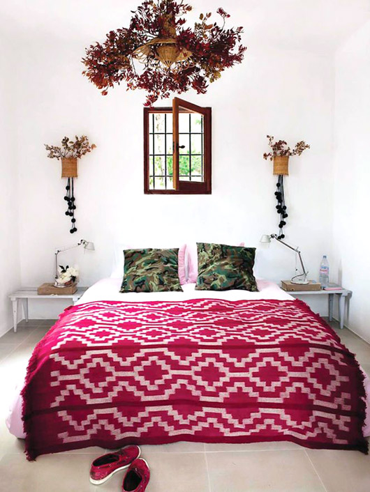 pink-red-bedspread